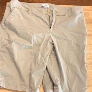 Liz Claiborne size 10 khaki shorts Bermuda
